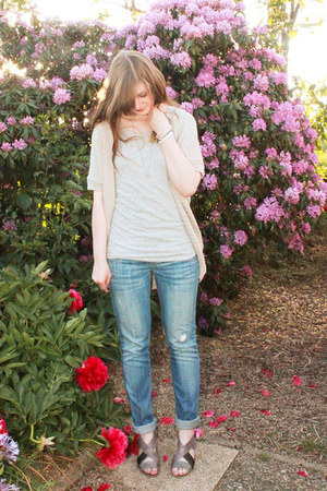 light blue ripped Orsay jeans - heather gray H&M t-shirt