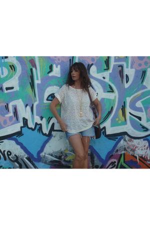 white H&M t-shirt - Zara shorts - Uterqe necklace - bimba& lola wallet