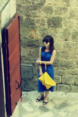vintage necklace - blue vintage dress - yellow clutch purse