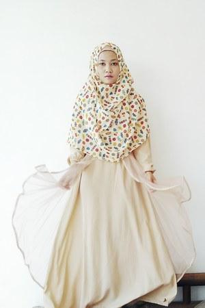 nude Online Shop dress - unbranded scarf