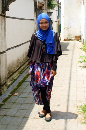 blue asymetric DIY skirt - brown strawberry necklace