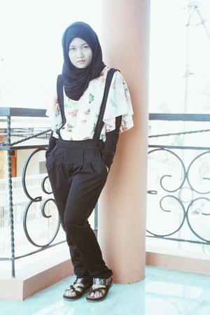 batwings unbranded blouse - suspenders Elizabeth pants - Elizabeth sandals