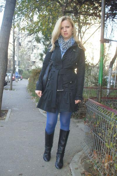 black Pinko coat - black Zara boots - black Mango purse - blue Stradivarius tigh