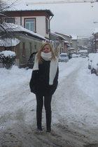 white pull&bear scarf - black Motivi coat - black Zara boots - black Zara gloves