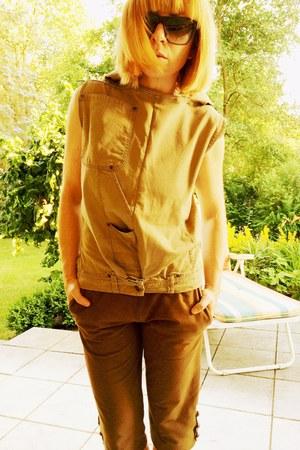 light brown jeans upper palatinate rocks vest