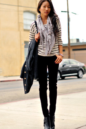 Esley Collection scarf - Uniqlo jeans - H&M top