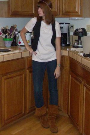 t-shirt - Forever21 vest - Bullhead jeans - Minnetonka shoes