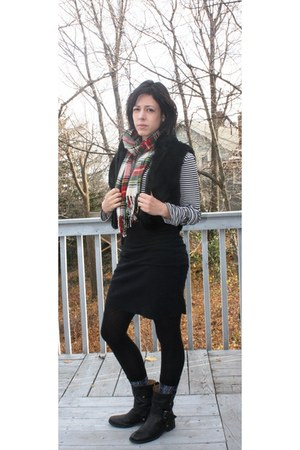 black Nine West boots - black American Apparel skirt - white Gap shirt - brick r