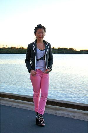 pink Erose jeans - white Shibuya t-shirt - gray bardot blazer - black Zoe Wittne