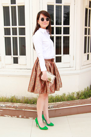 burnt orange noona skirt - white valino shirt - estoite bag - green Zara heels