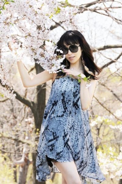 heather gray snake print stylestalker dress - black Chloe sunglasses - brown Ral