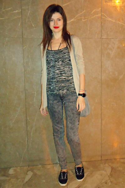 charcoal gray H&M jeans - silver Bershka bag - dark brown Zara top