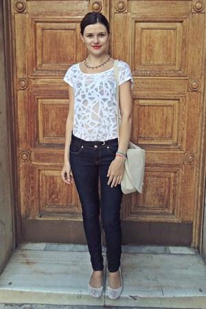 white H&M top - navy Bershka jeans - beige H&M bag - white Bershka flats