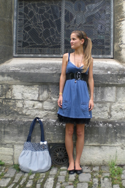 black thick H&amp;M belt - black H&amp;M shoes - blue mini hollister dress