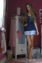 blue buttoned hollister shirt - pink high heels Yesstyle shoes