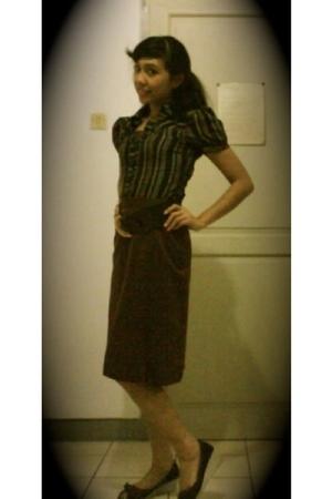 brown stripes shirt No label shirt - black peeptoed wedges No label shoes