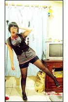 black Yuan vest - gray top - red tie - black shocks gallery stockings - black Yu