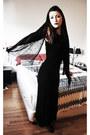 Black-dress-black-scarf-crimson-revlon-accessories