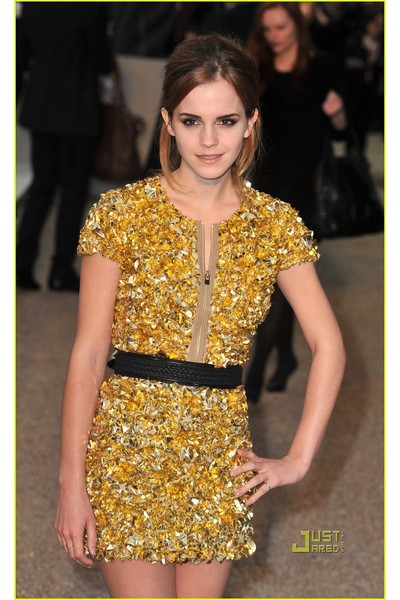 emma watson burberry dress. makeup Emma Watson#39;s New Eco-Clothing emma watson burberry dress. gold