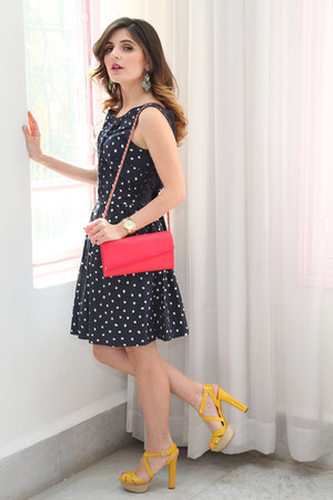 navy polka dots Cortefiel dress - hot pink Charles & Keith bag