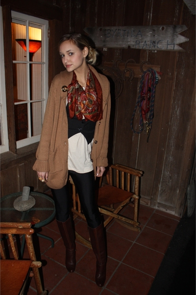 brown 70s vintage boots - beige Urban Outfitters sweater - black aa leggings