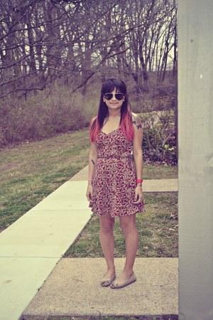 tan flats Jessica Simpson shoes - aviators Ray bans sunglasses