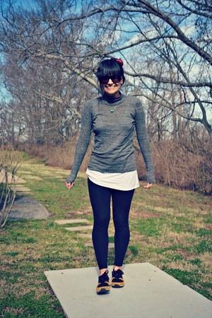 white tank top free people shirt - black American Apparel leggings