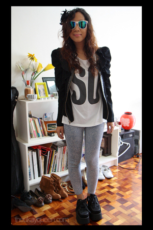 jacket - shirt - leggings - sunglasses -