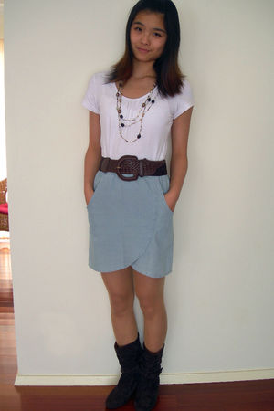white Grayce t-shirt - brown cotton on belt - blue Chica Booti skirt - brown Equ