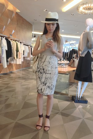 white neoprene Zara skirt