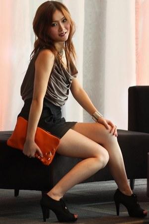 carrot orange spike clutch Demu Label bag - black shoes