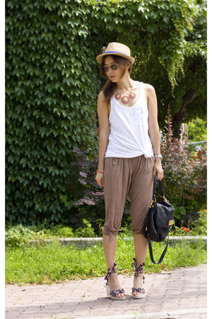 dark khaki Smart Set hat - black Marc by Marc Jacobs bag - ivory Zara top