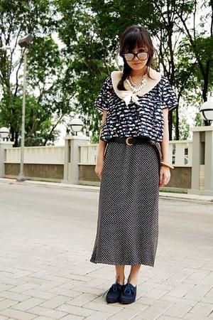 navy lace up shoes - dark gray polka dots dress - beige faux fur scarf - dark br