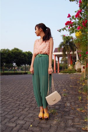 turquoise blue pleated Pick Me Shop pants - peach quilted Charles & Keith bag