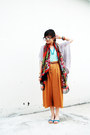 Red-gaudi-scarf-aquamarine-gaudi-top-tawny-pull-bear-pants-dark-brown-belt