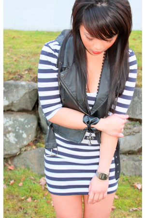 black Urban Outfitters vest - blue Forever 21 dress - black Forever 21 accessori