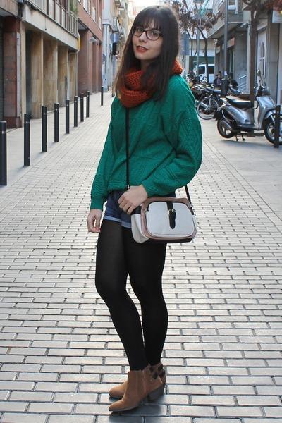 vintage jumper - Primark boots - Primark bag - Zara shorts