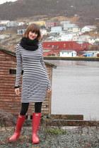 Hunter boots - BCBG dress