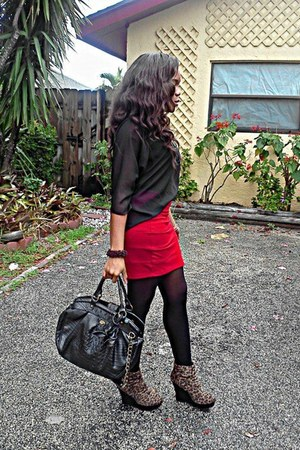 red Basic House skirt - Steve Madden tights - Allen Edward purse