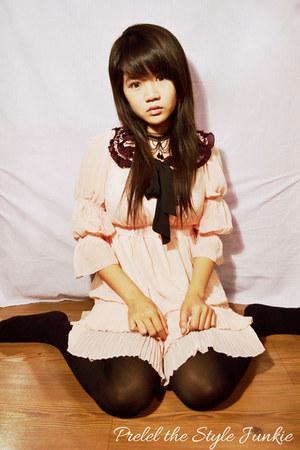 black choker necklace romwe necklace - light pink boots - light pink dress