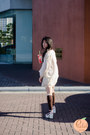 White-kimono-dresslink-jacket-dark-brown-dresslink-socks
