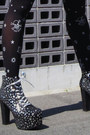 Black-tights-dark-gray-lita-star-print-jeffrey-campbell-boots