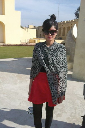 black Dotti top - carrot orange vintage skirt