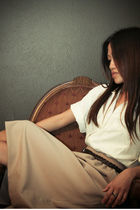 Beige-skirt-white-anna-frank-blouse