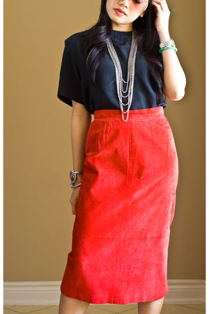 black Summit Hill top - red Jarrods skirt