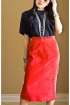 Black-summit-hill-top-red-jarrods-skirt