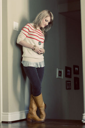 beige Gap sweater - beige Frye boots - gray J Brand jeans