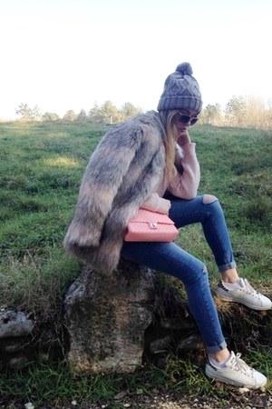 Celestino jacket - Bershka jeans - H&M hat - loftys bag - Adidas sneakers