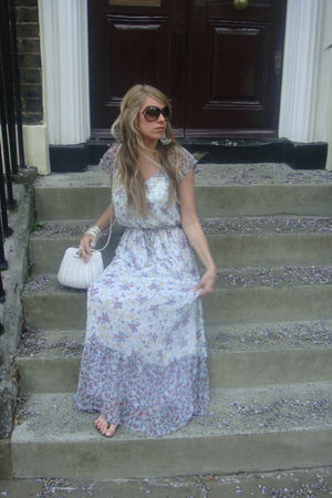 blue Zara dress - white Primark purse
