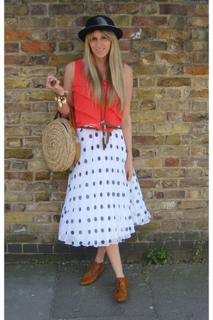 tan new look boots - black Primark hat - nude Primark bag - coral f21 top - whit